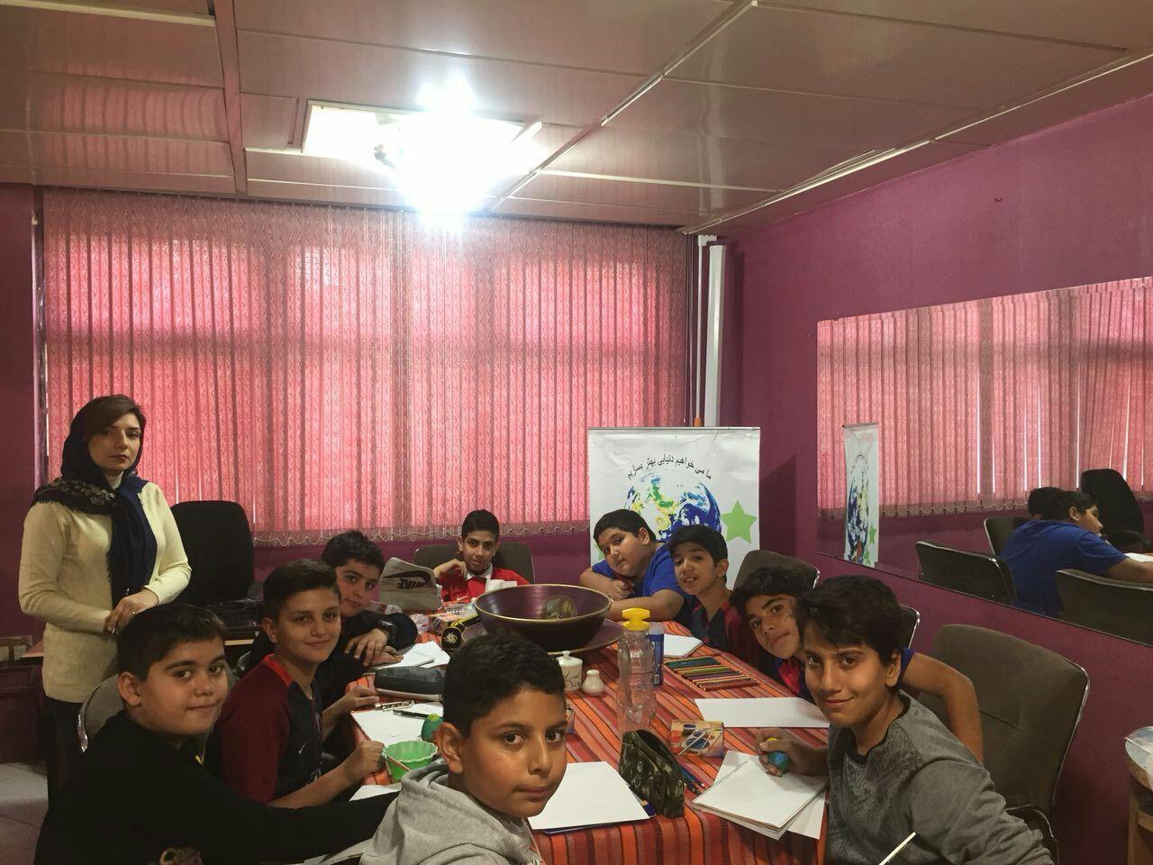 کلاس نقاشی و کاردستی دانش آموزان نیکوکار