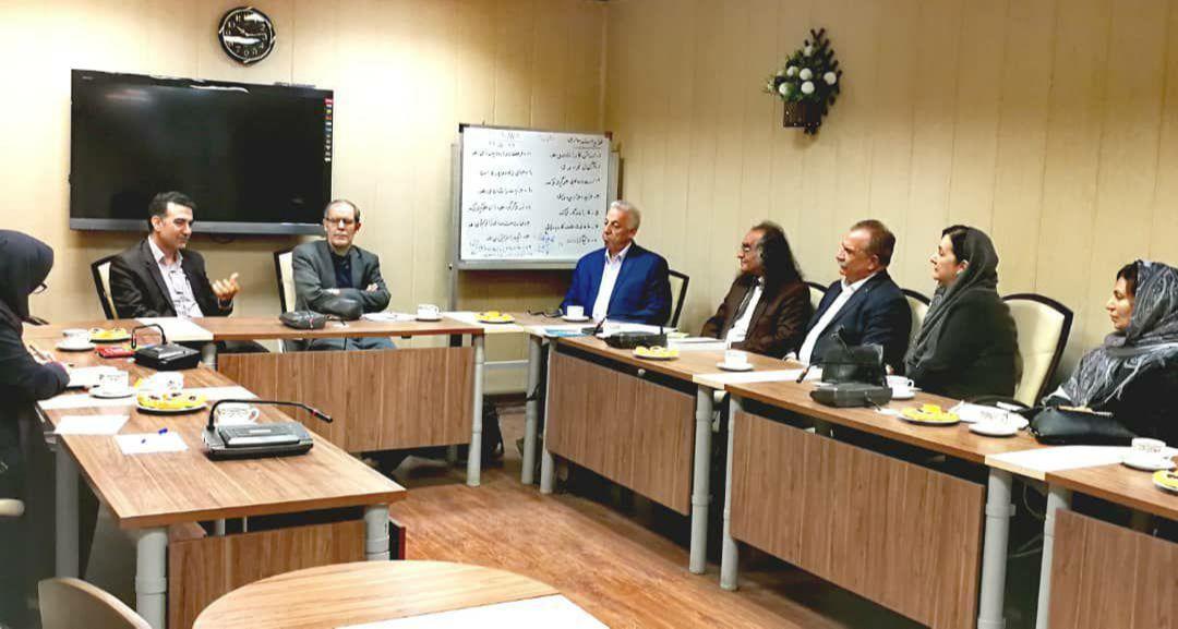 جلسه ی هم اندیشی نویسندگان با اداره ارشاد